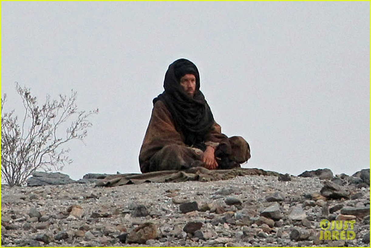 ewan mcgregor last days in the desert first on set pics 053049075