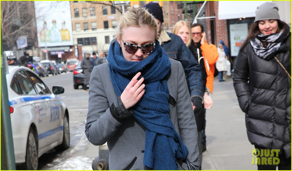 dakota fanning gets new co star zoe kravitz joins gerardo naranjo movie 023050530
