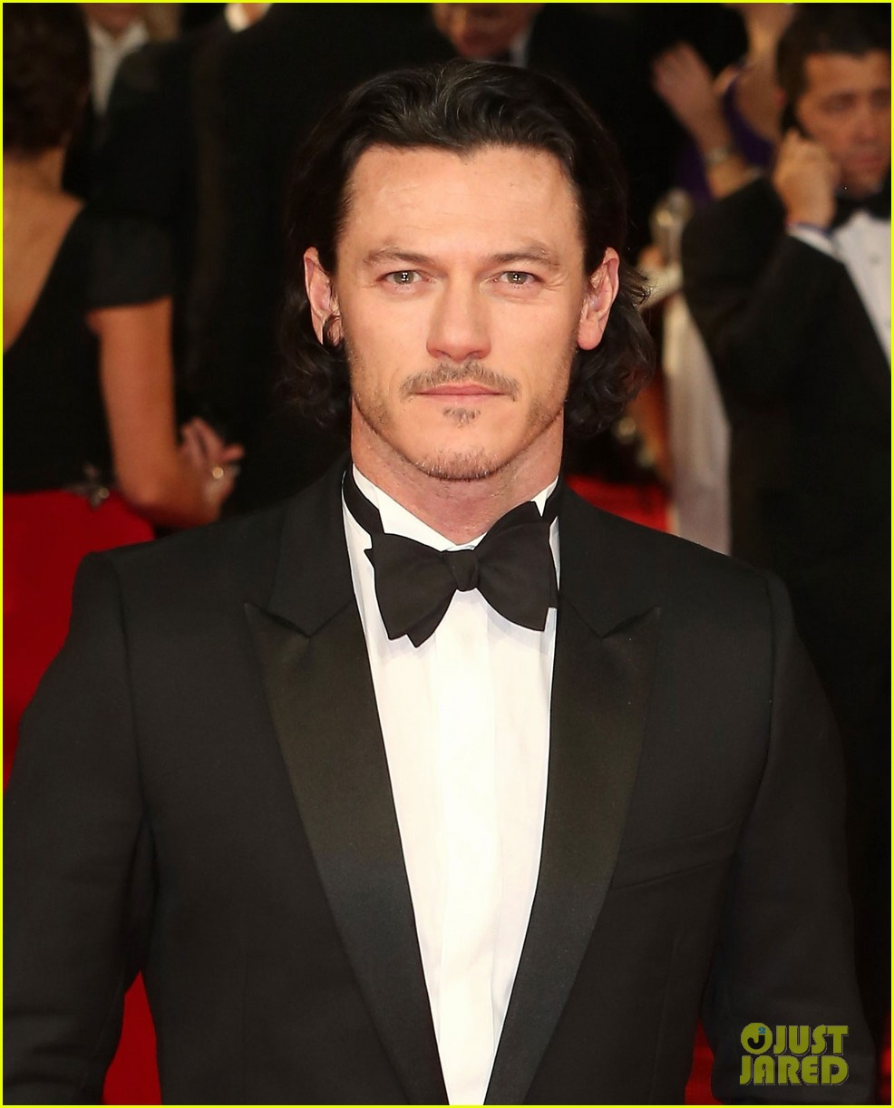 michael fassbender luke evans make us swoon at baftas 2014 02