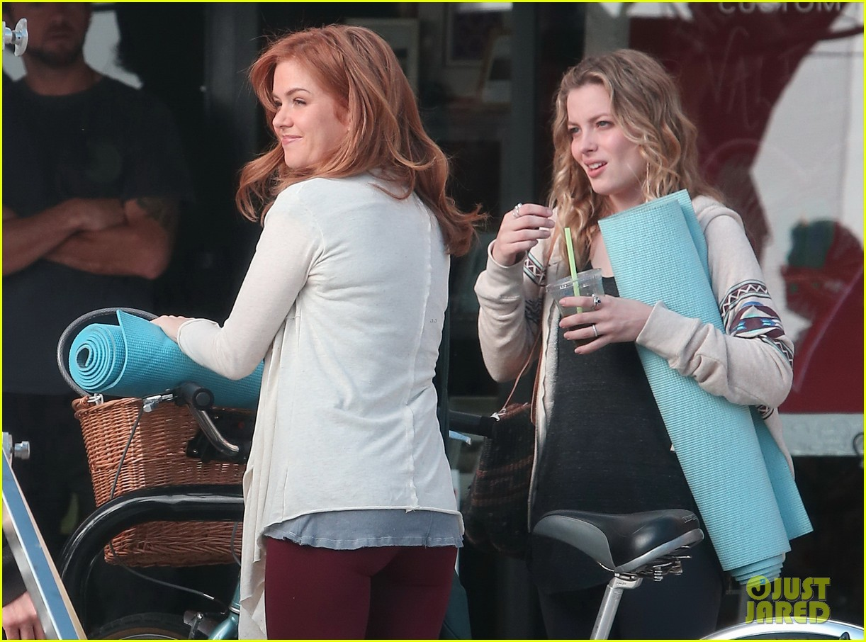 isla fisher gillian jacobs start work on horror flick visions 043052692