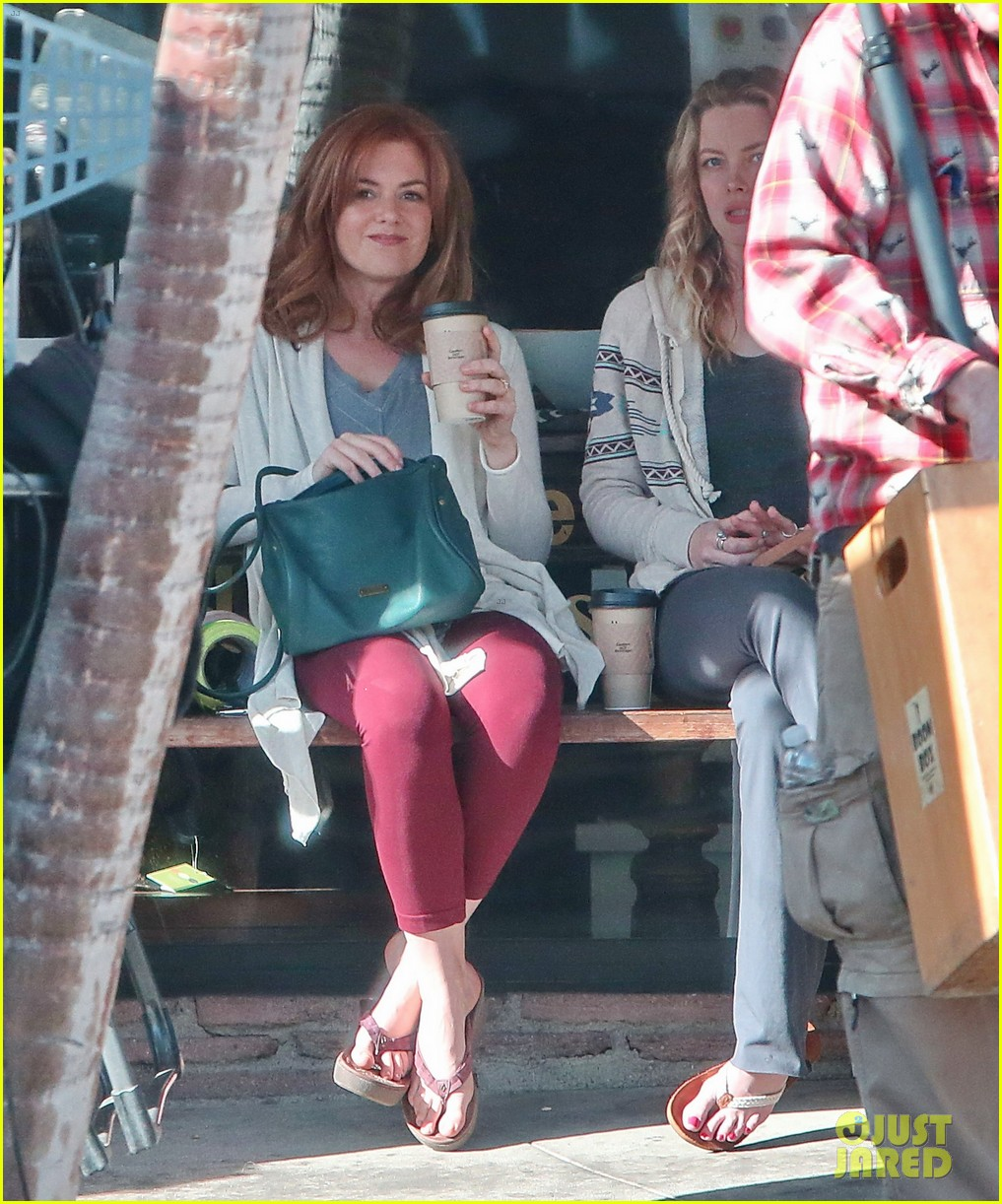 isla fisher gillian jacobs start work on horror flick visions 083052696