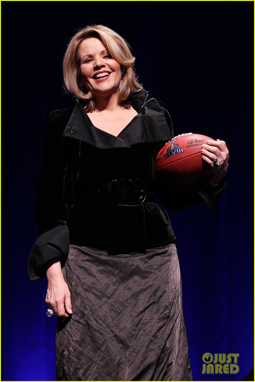 who is renee fleming meet super bowls national anthem singer 013045993