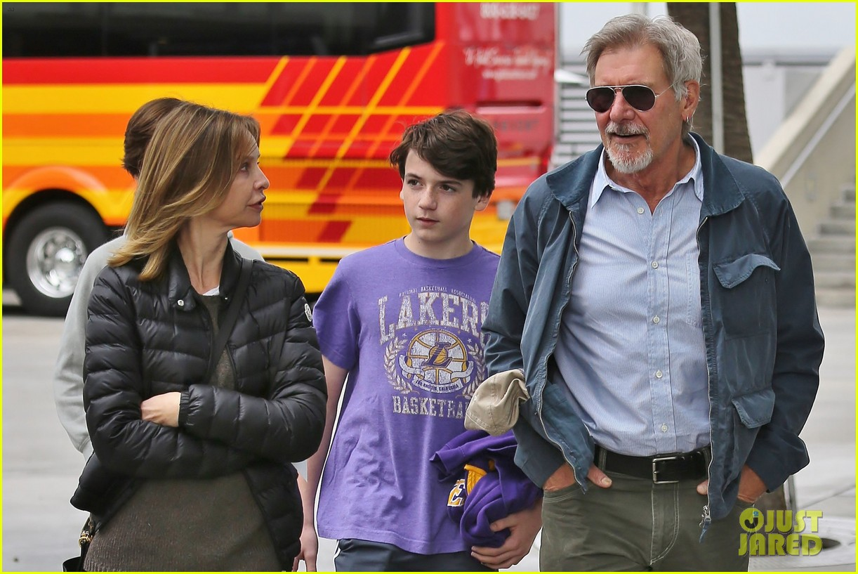 harrison ford calista flockhart lakers game with son liam 08