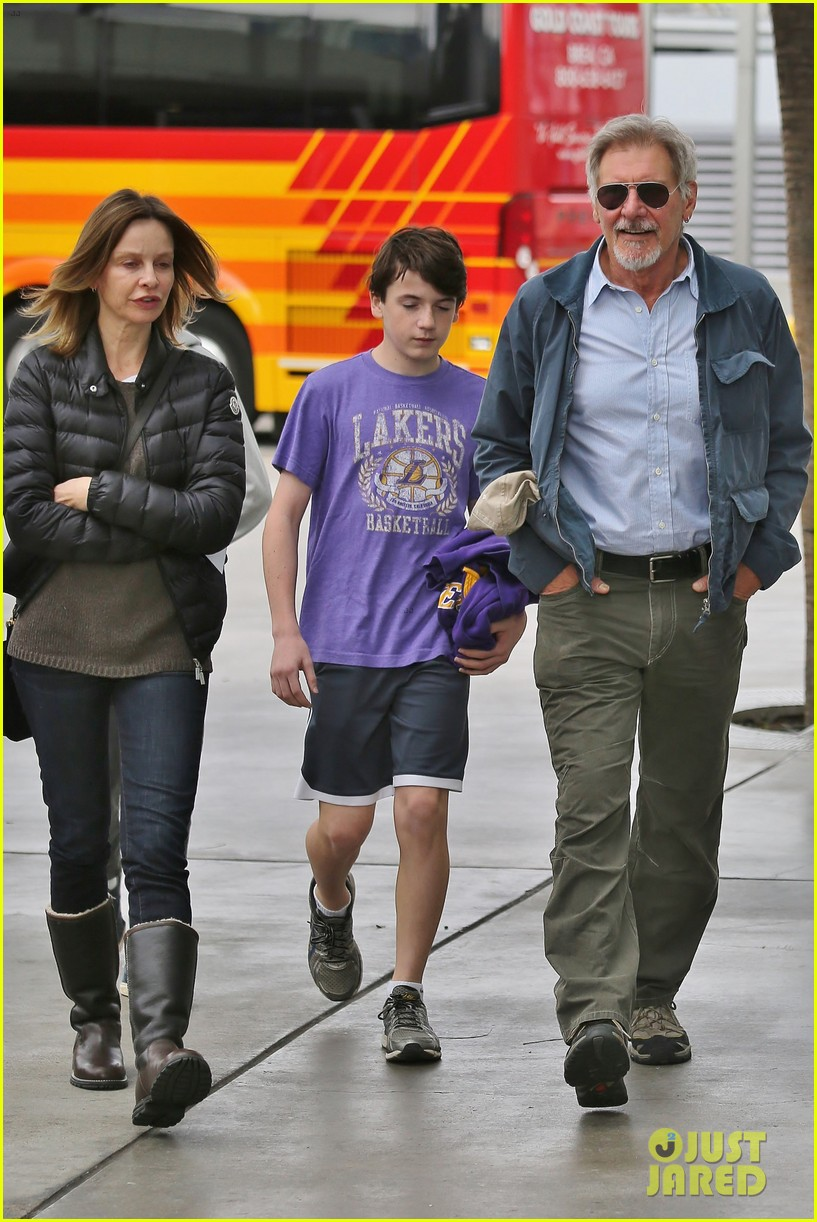 harrison ford calista flockhart lakers game with son liam 123050708