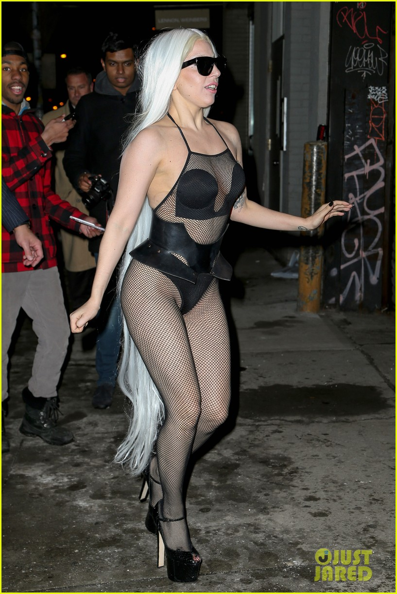 lady gaga wears almost nothing in freezing new york weather 01