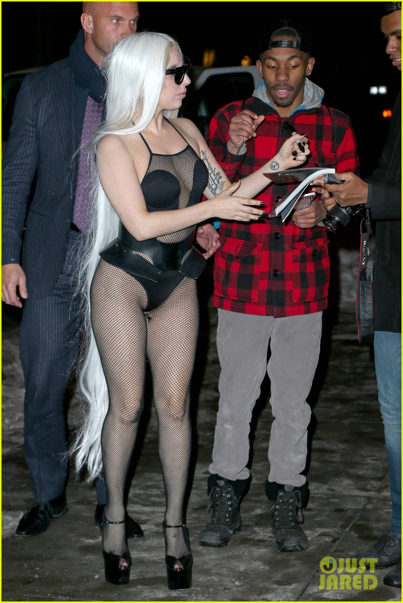 lady gaga wears almost nothing in freezing new york weather 03