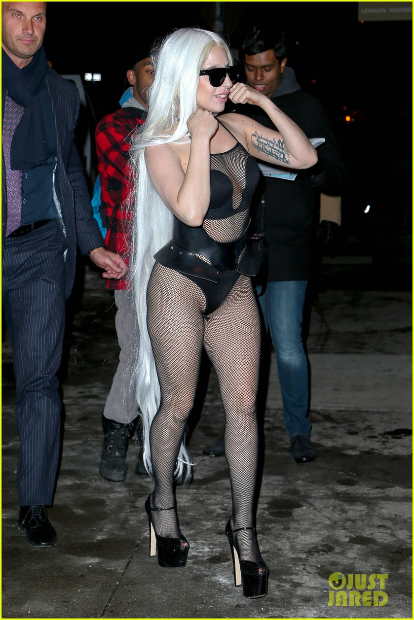 lady gaga wears almost nothing in freezing new york weather 05