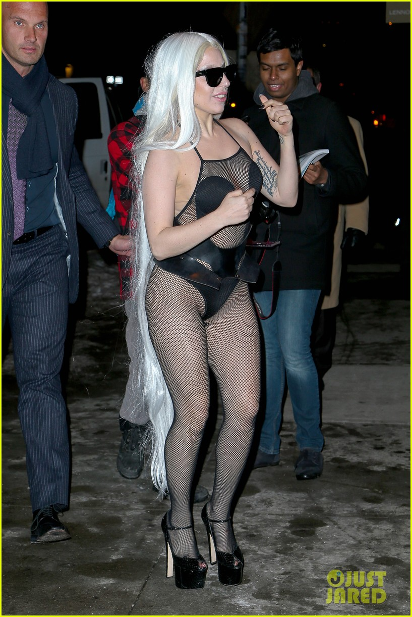 lady gaga wears almost nothing in freezing new york weather 09