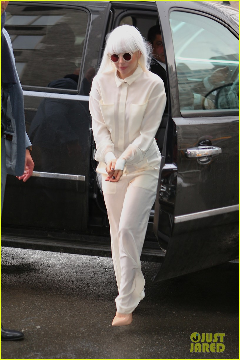 lady gaga so excited to perform on tonight show this evening 03