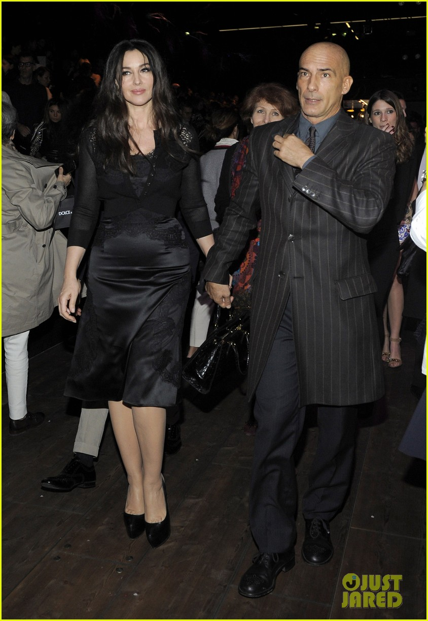 monica bellucci david gandy dolcegabbana fashion show 01