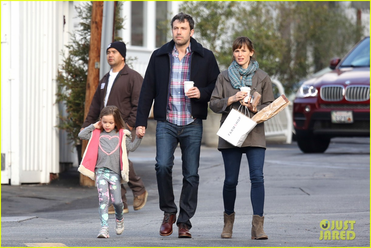 jennifer garner ben affleck will spend the summer in detroit 013048752