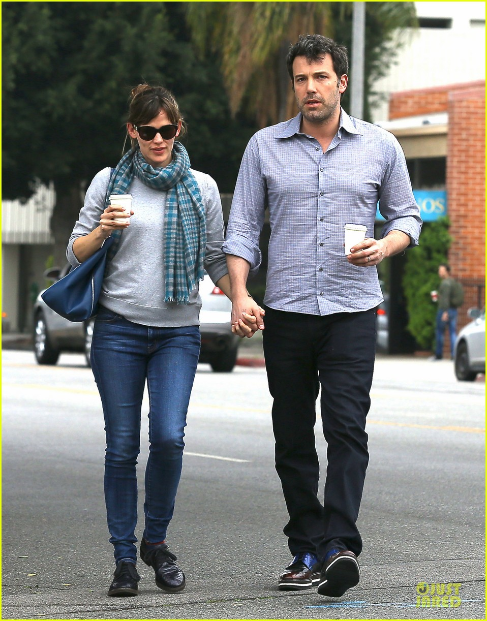 jennifer garner ben affleck hold hands at bricks scones 05
