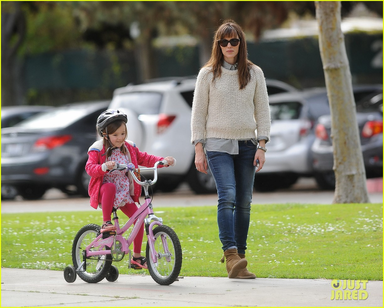 jennifer garner ben affleck put family first spend weekend with their kids 04