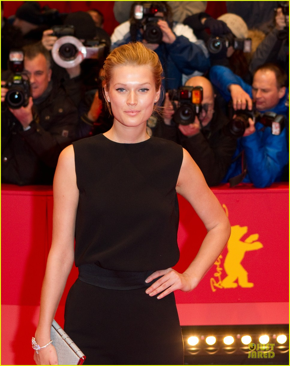 toni garrn bares back at monuments men berlinale premiere 10
