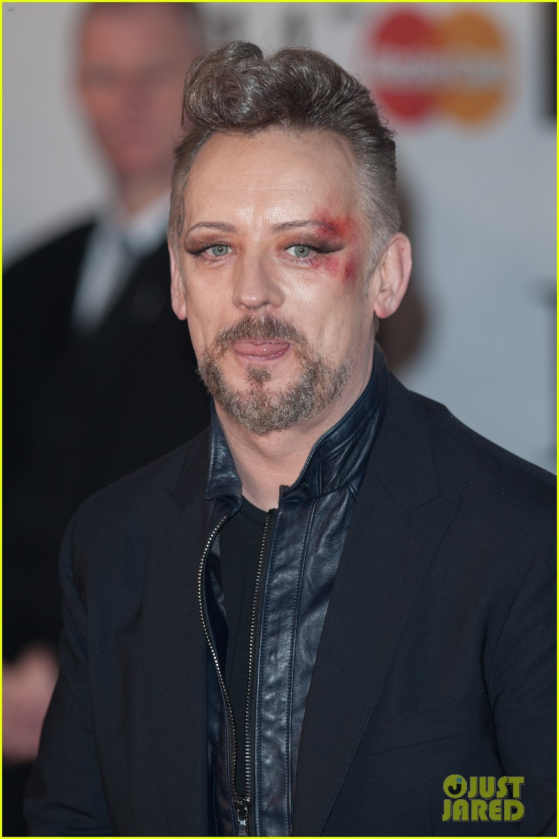 boy george attends brit awards with bruised bloodied eye 103056391