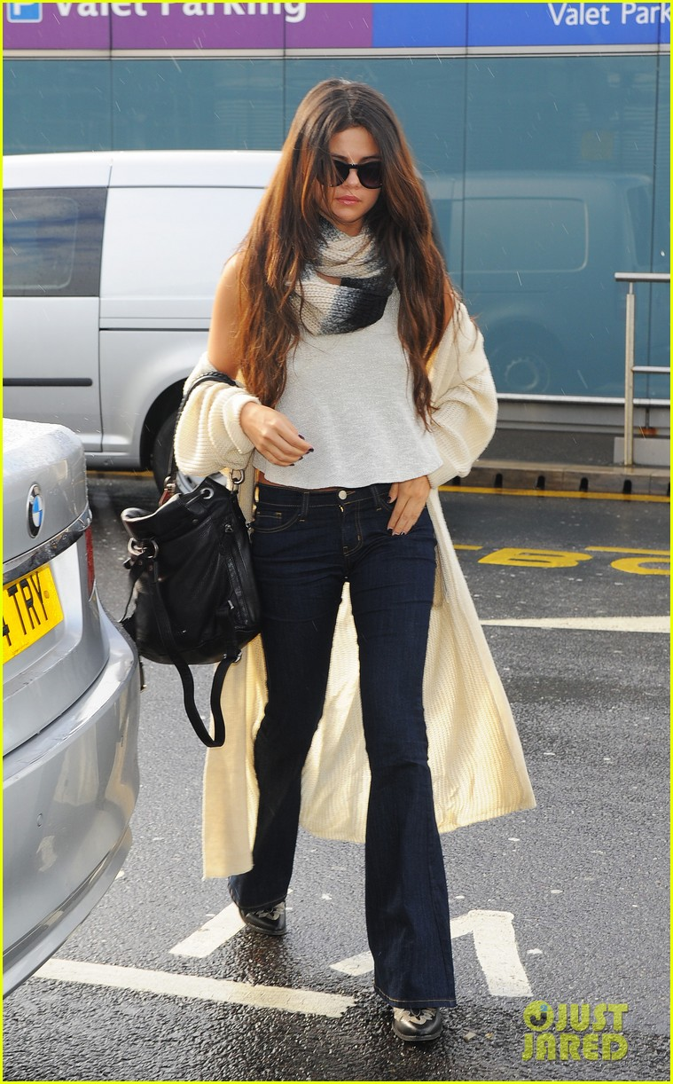 selena gomez leaves london after hanging with niall horan samantha droke 02