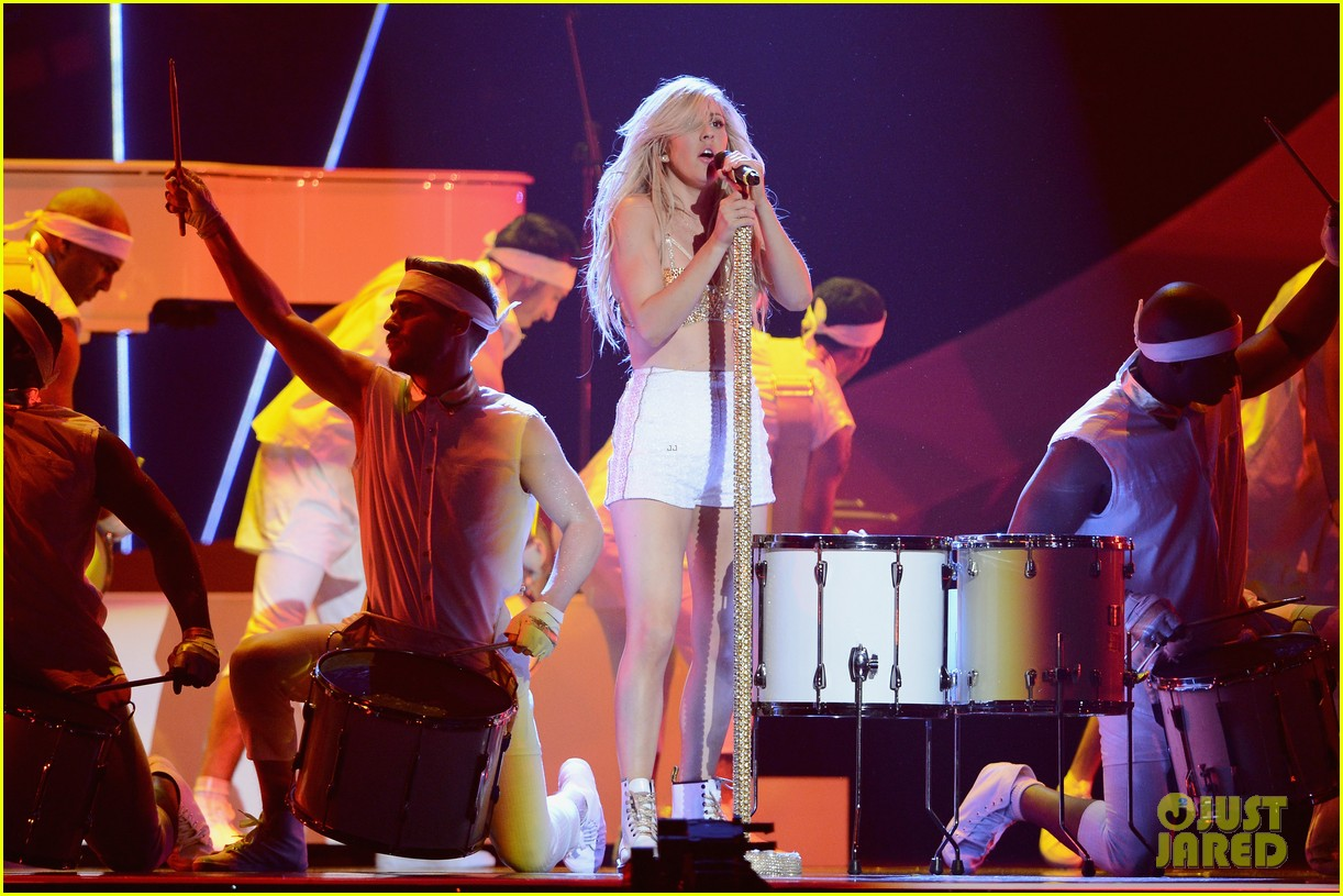 ellie goulding strips down for brit awards performance video 08