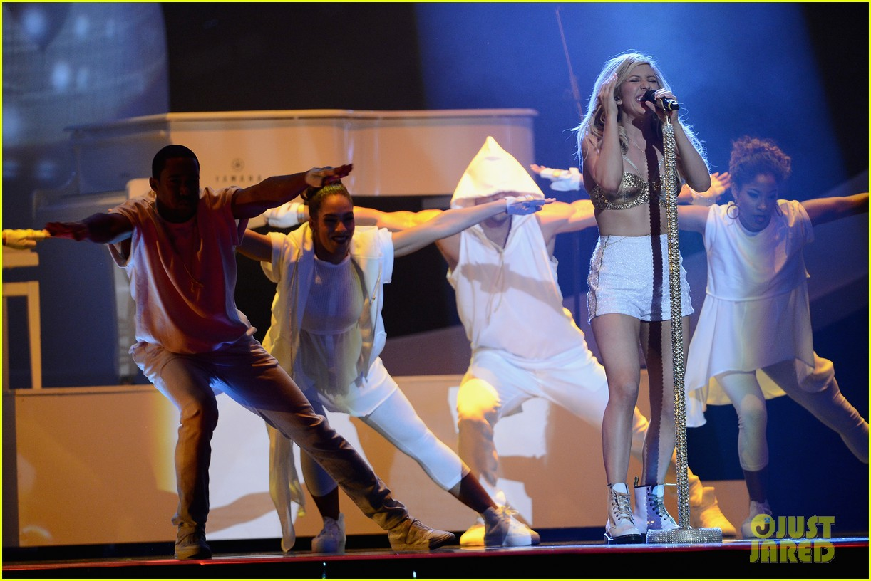 ellie goulding strips down for brit awards performance video 093056518