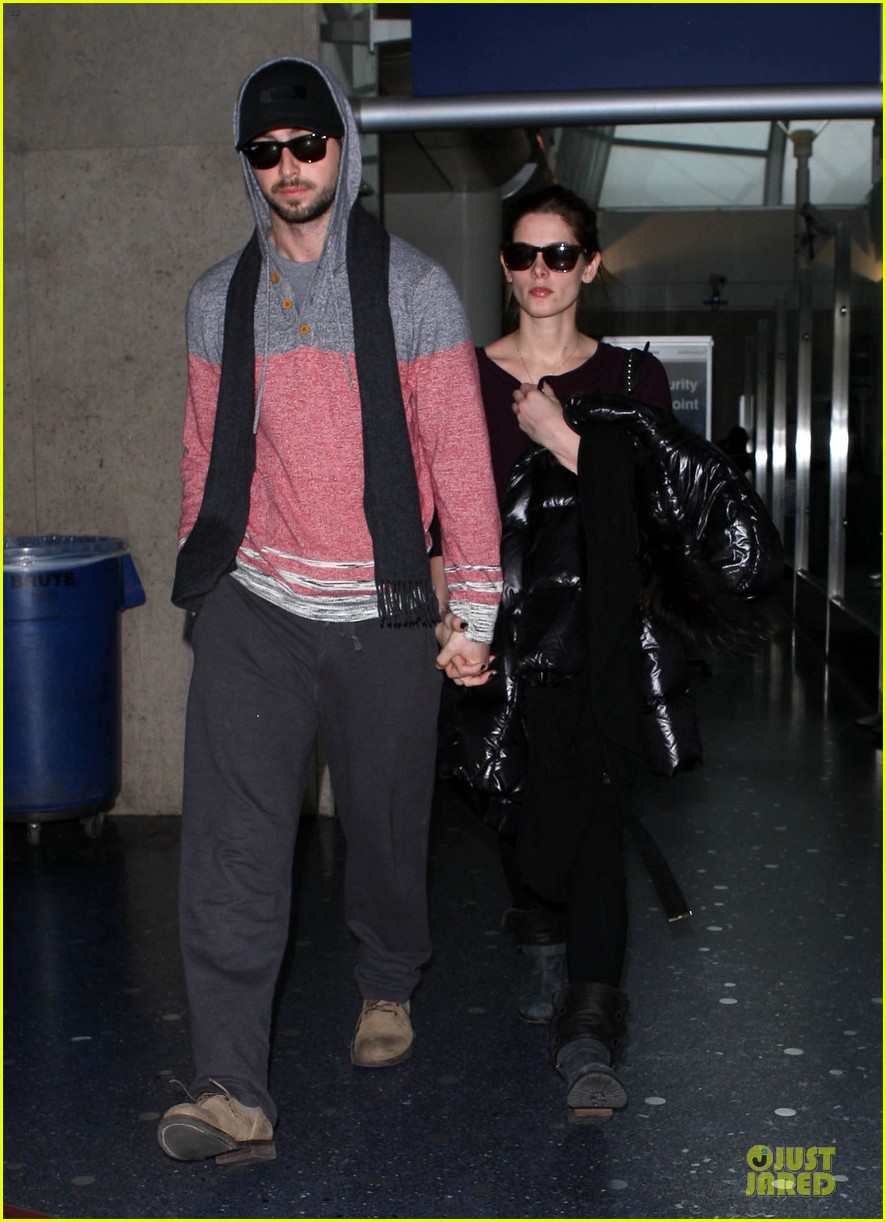 ashley greene paul khoury hold hands after super bowl game 06