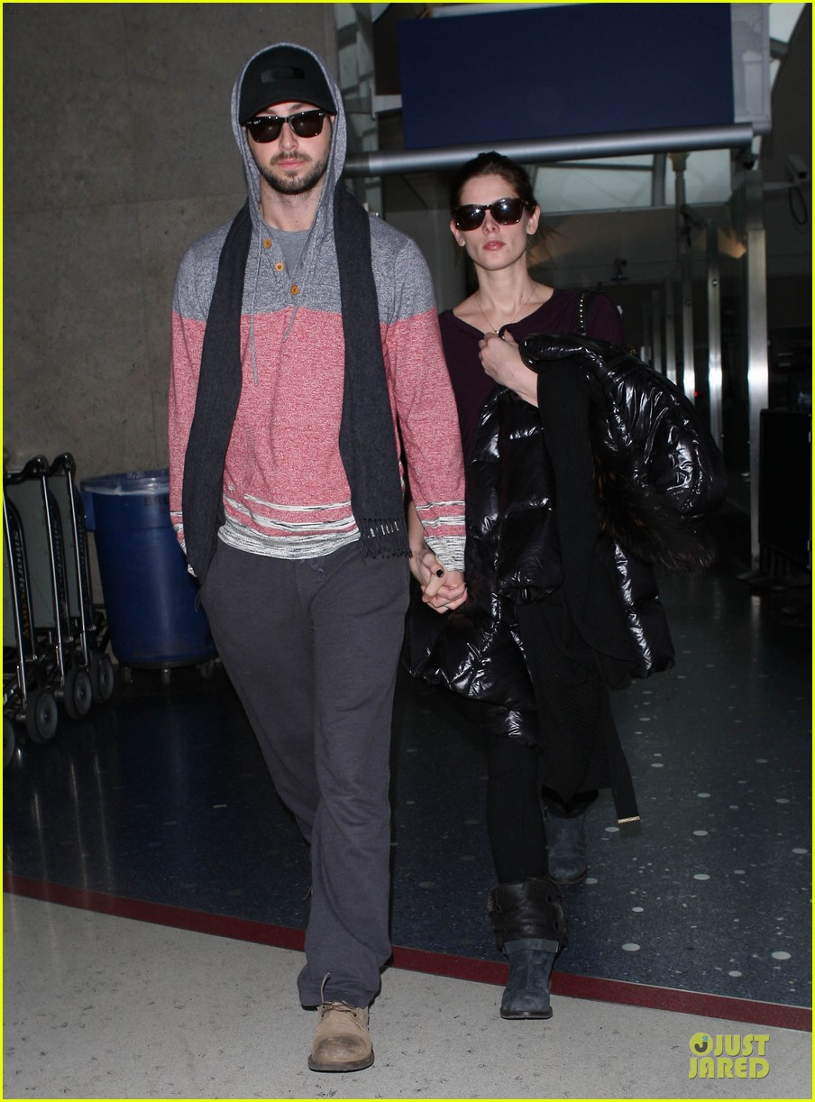 ashley greene paul khoury hold hands after super bowl game 073047574