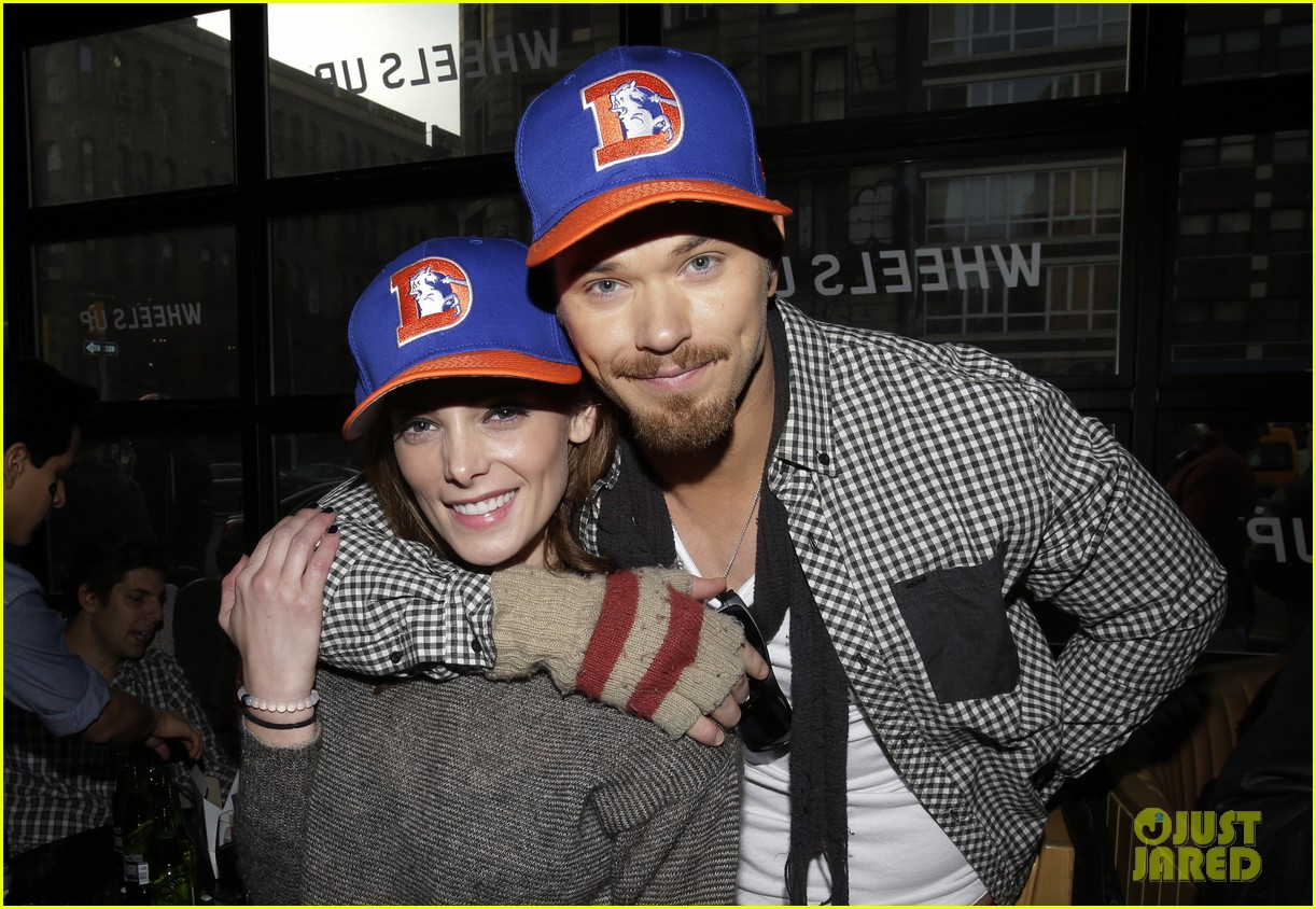 ashley greene super bowl with paul khoury his parents 04