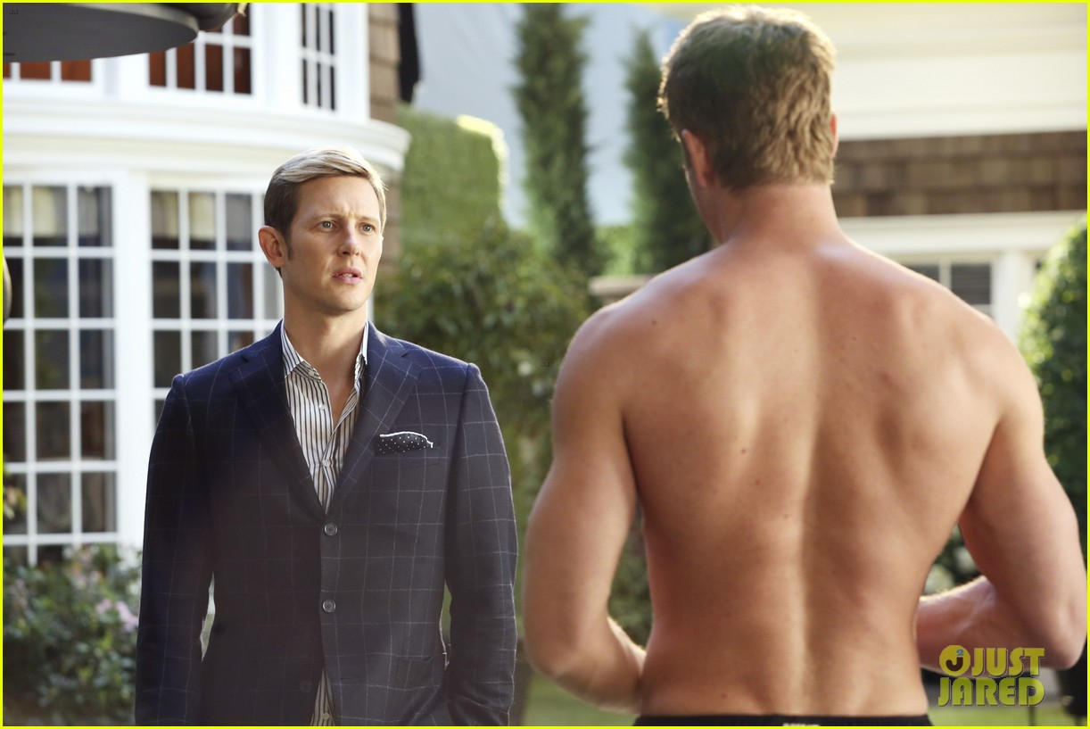 justin hartley goes shirtless sexy in new revenge stills 03