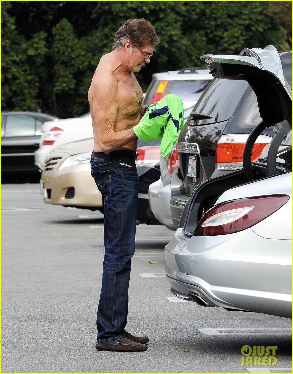 david hasselhoff changes his shirt in middle of a parking lot 07