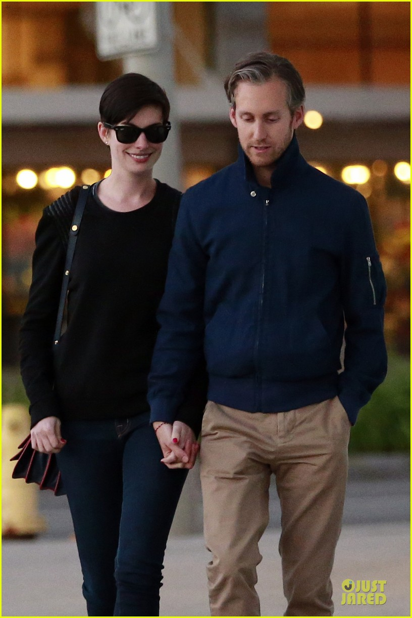 anne hathaway adam shulman shop for a classic car 043047208