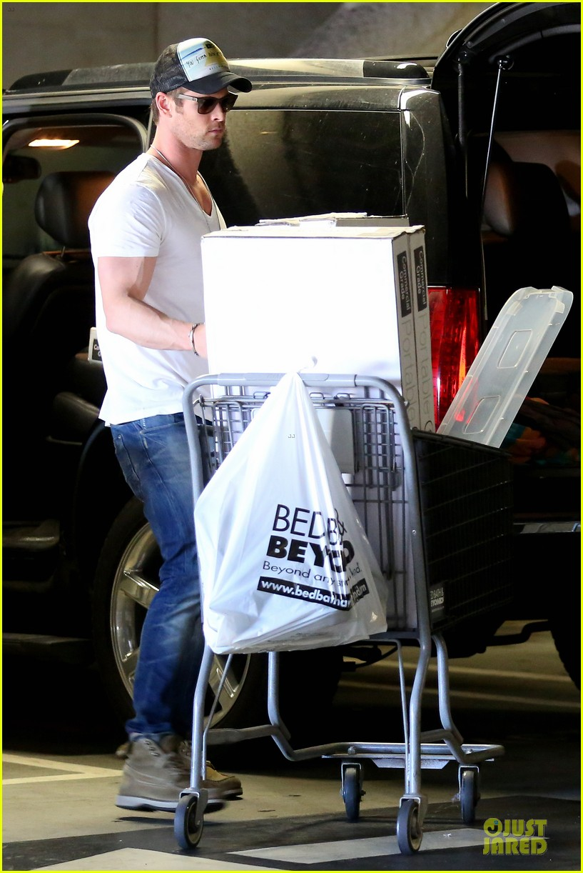 chris hemsworth shops for portable garment racks with mom leoni 123051488