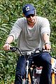 chris hemsworth supports sean penns jp hro foundation on daddy duty with india 04
