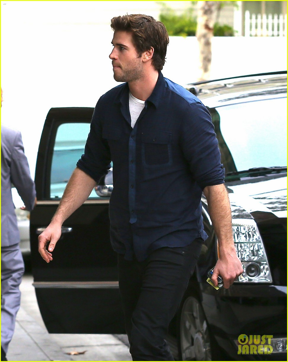 liam hemsworth takes mockingjay filming break in california 043054174