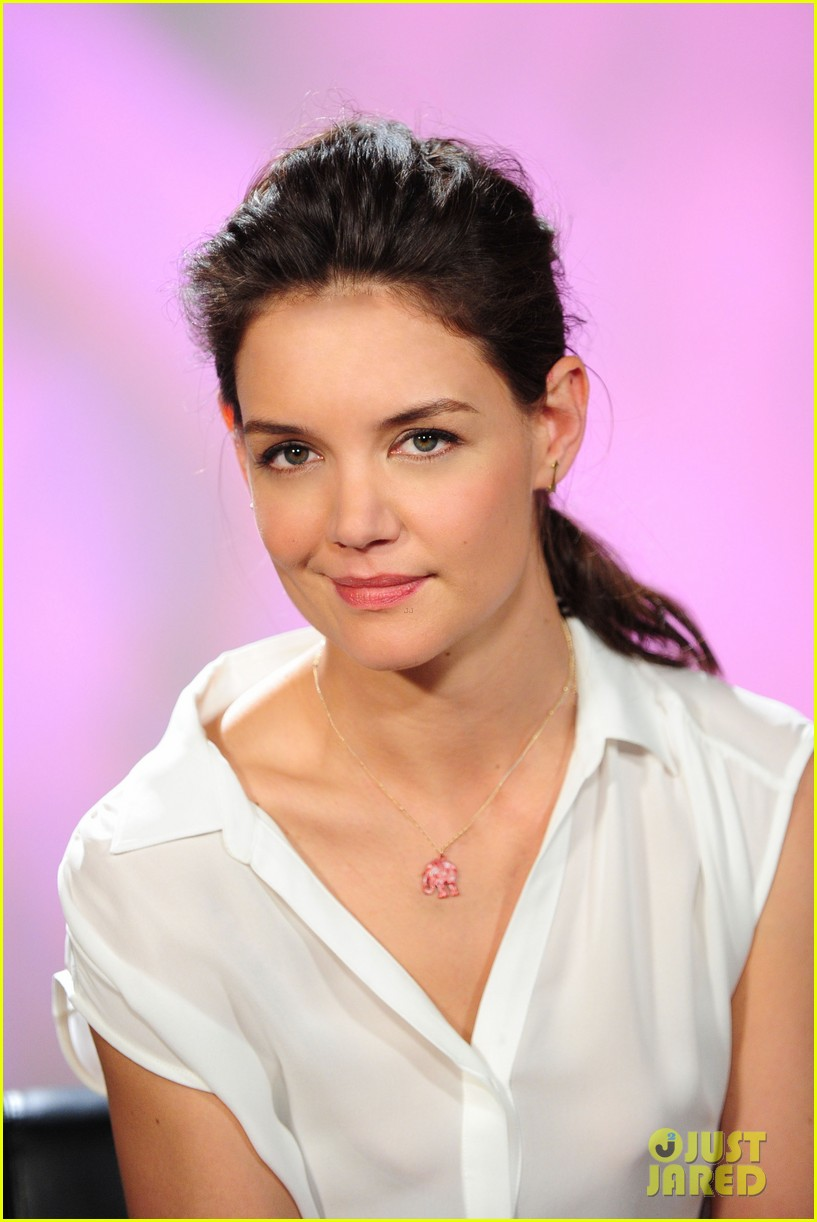 katie holmes teams up with kohl for breast cancer awareness 04