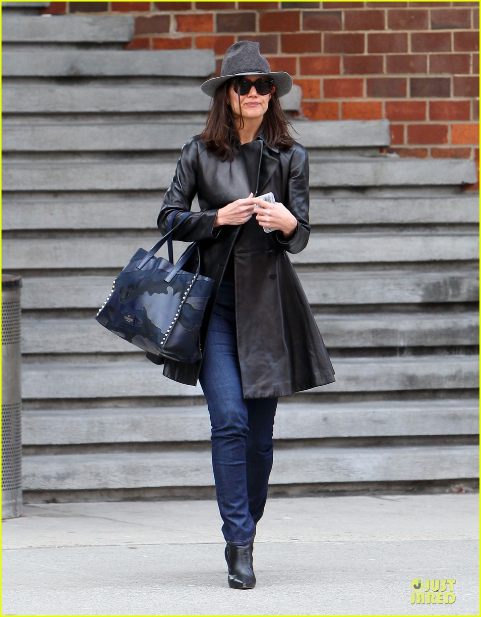 katie holmes i want to be there for suri for a long time 073059917