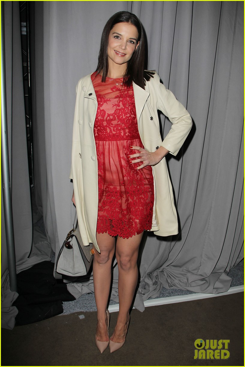 katie holmes lady in red at marchesa fashion show 04