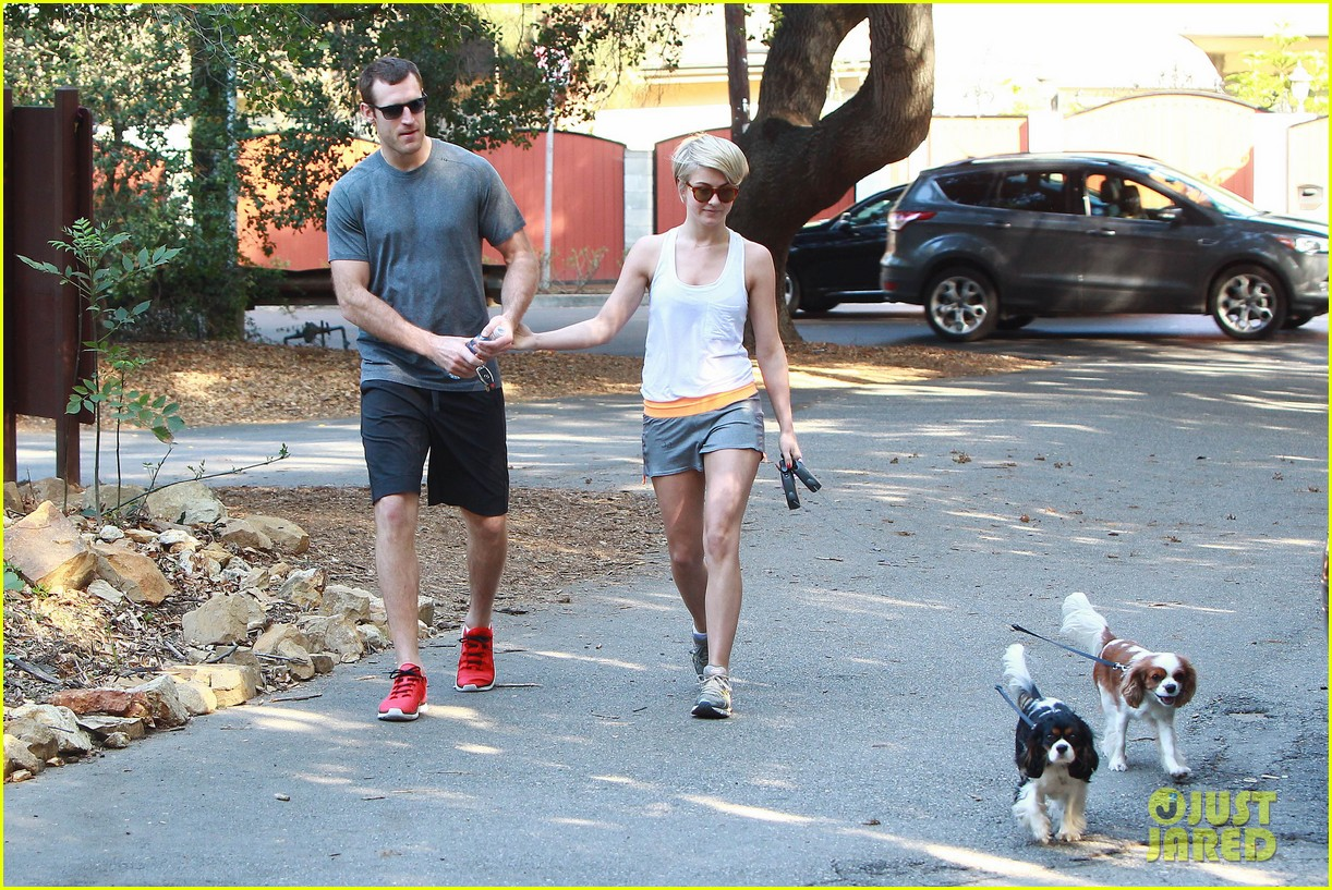 julianne hough holds hands with hockey player brooks laich 173054670