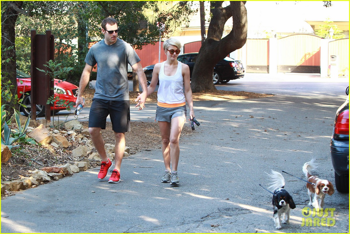 julianne hough holds hands with hockey player brooks laich 21