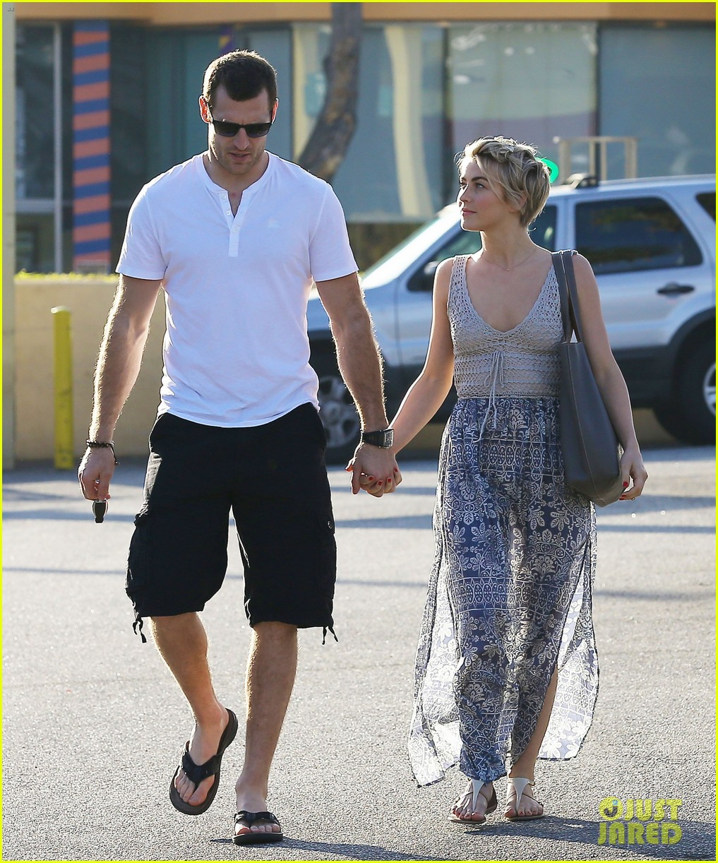 julianne hough new boyfriend brooks laich look so in love 093055417