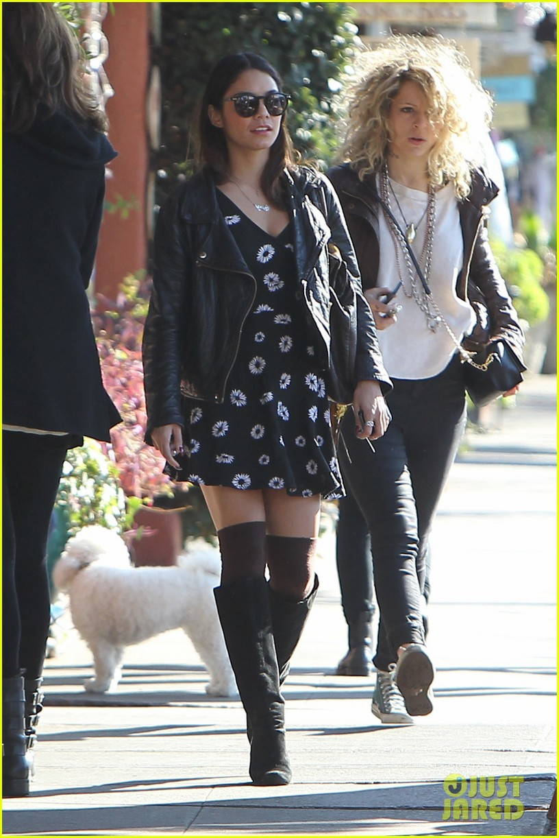 bffs vanessa hudgens ashley tisdale get lunch at aroma 08