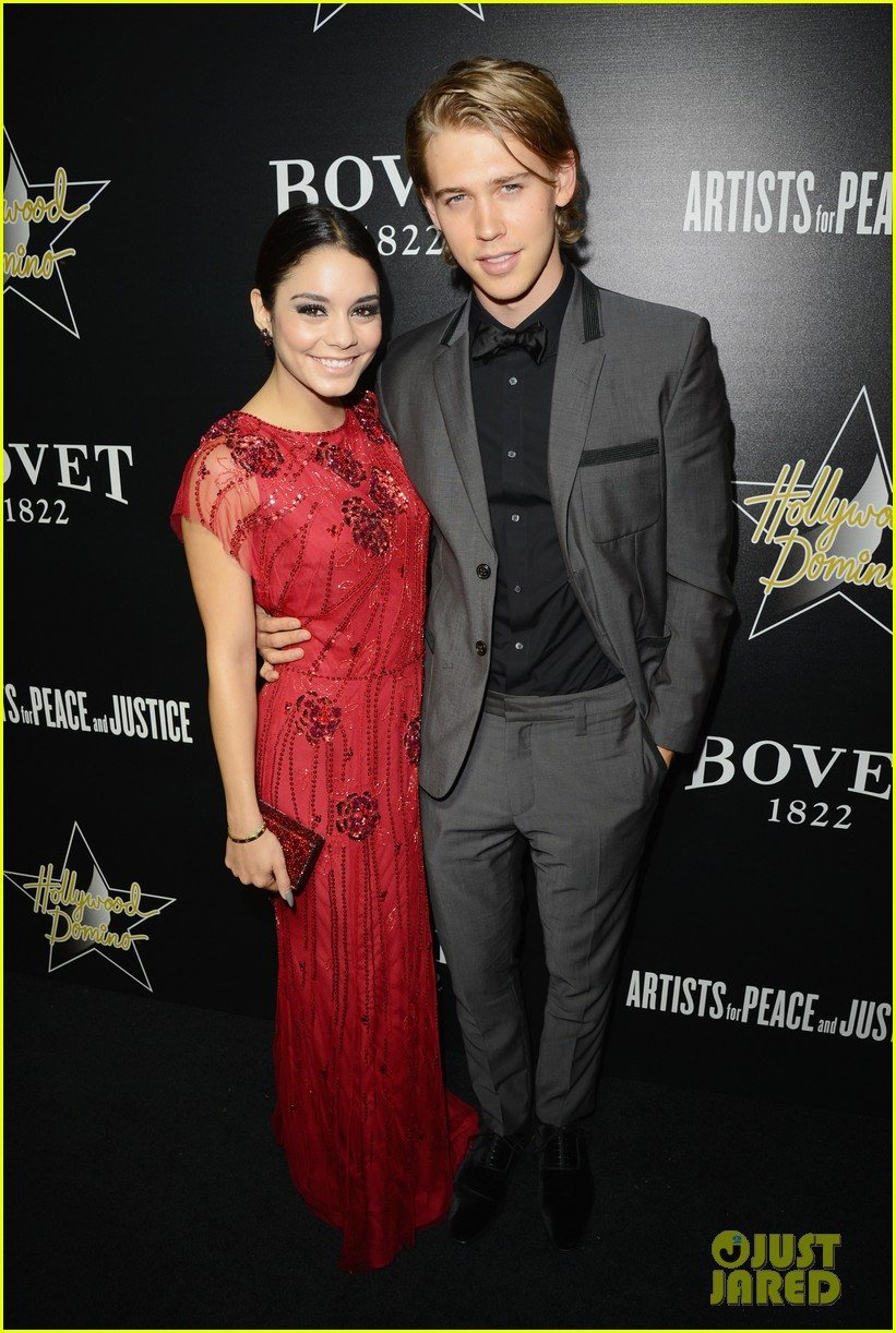 vanessa hudgens gives austin butler a look of love at pre oscars gala 053062059