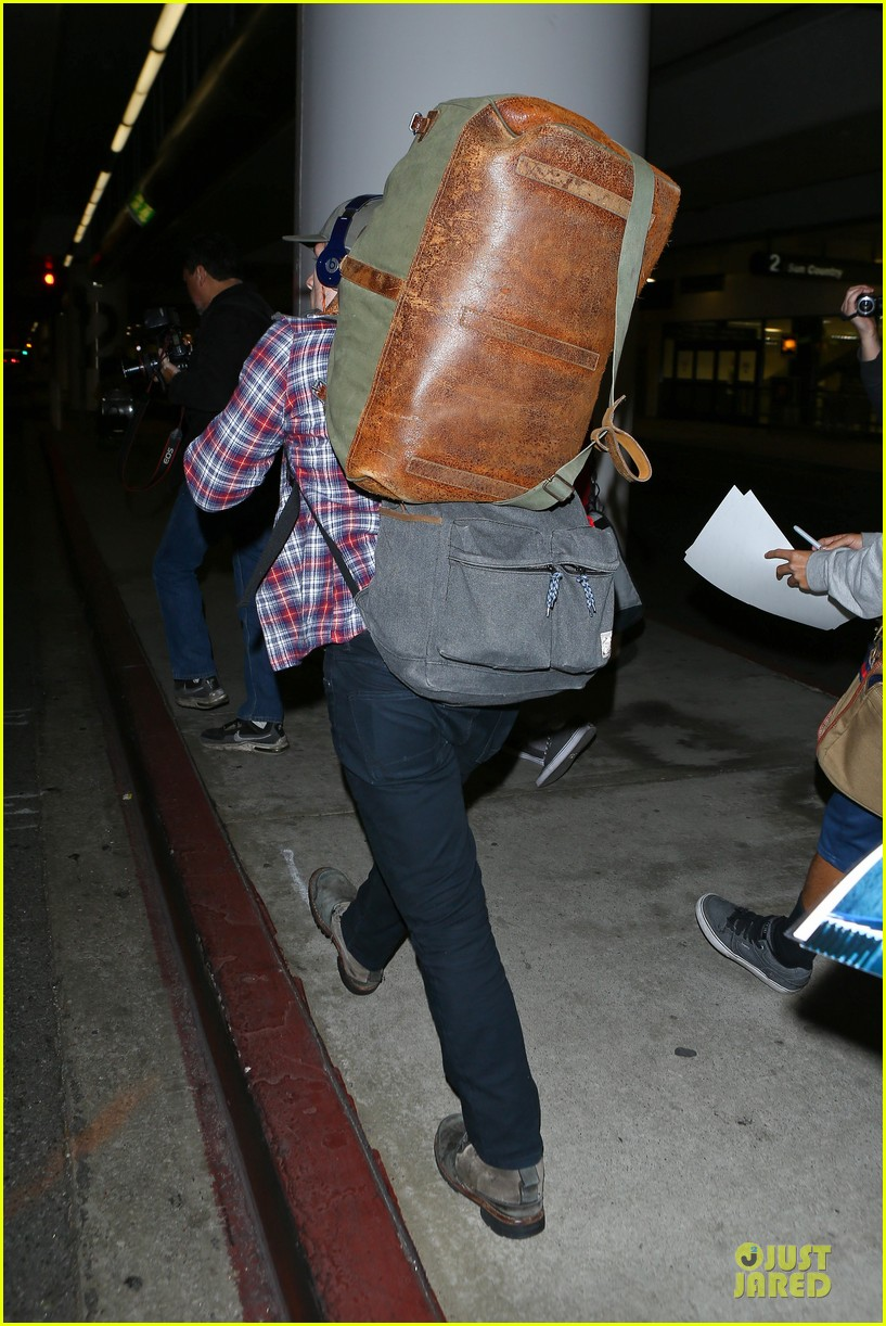 josh hutcherson shows macho strength at lax arrival 18