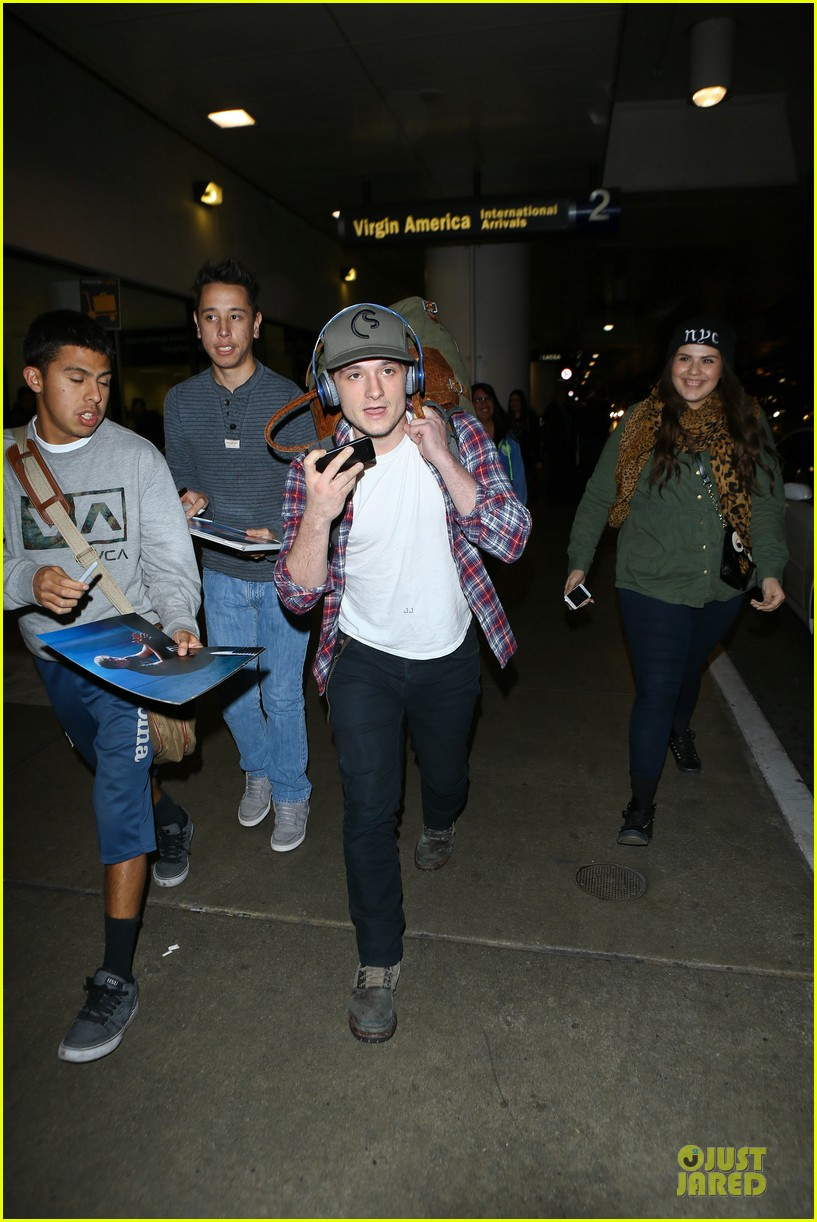 josh hutcherson shows macho strength at lax arrival 223046354