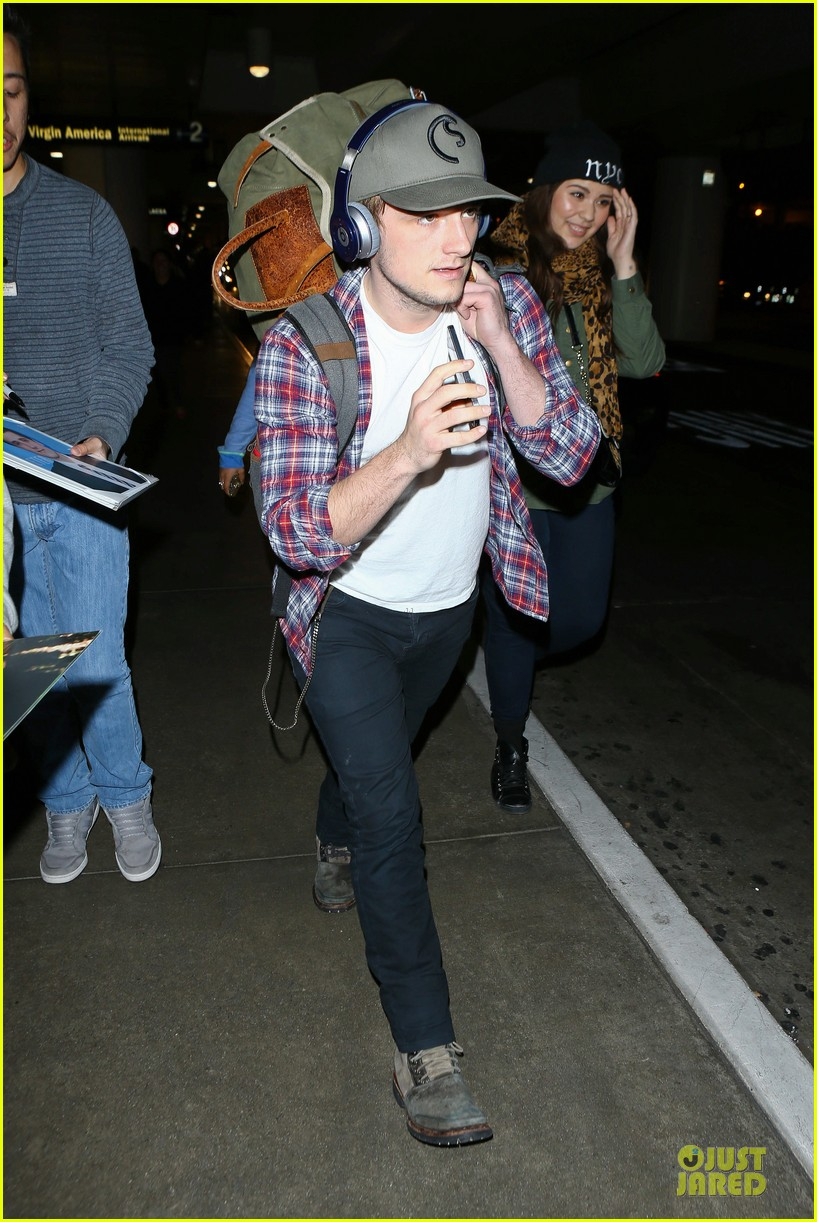 josh hutcherson shows macho strength at lax arrival 24