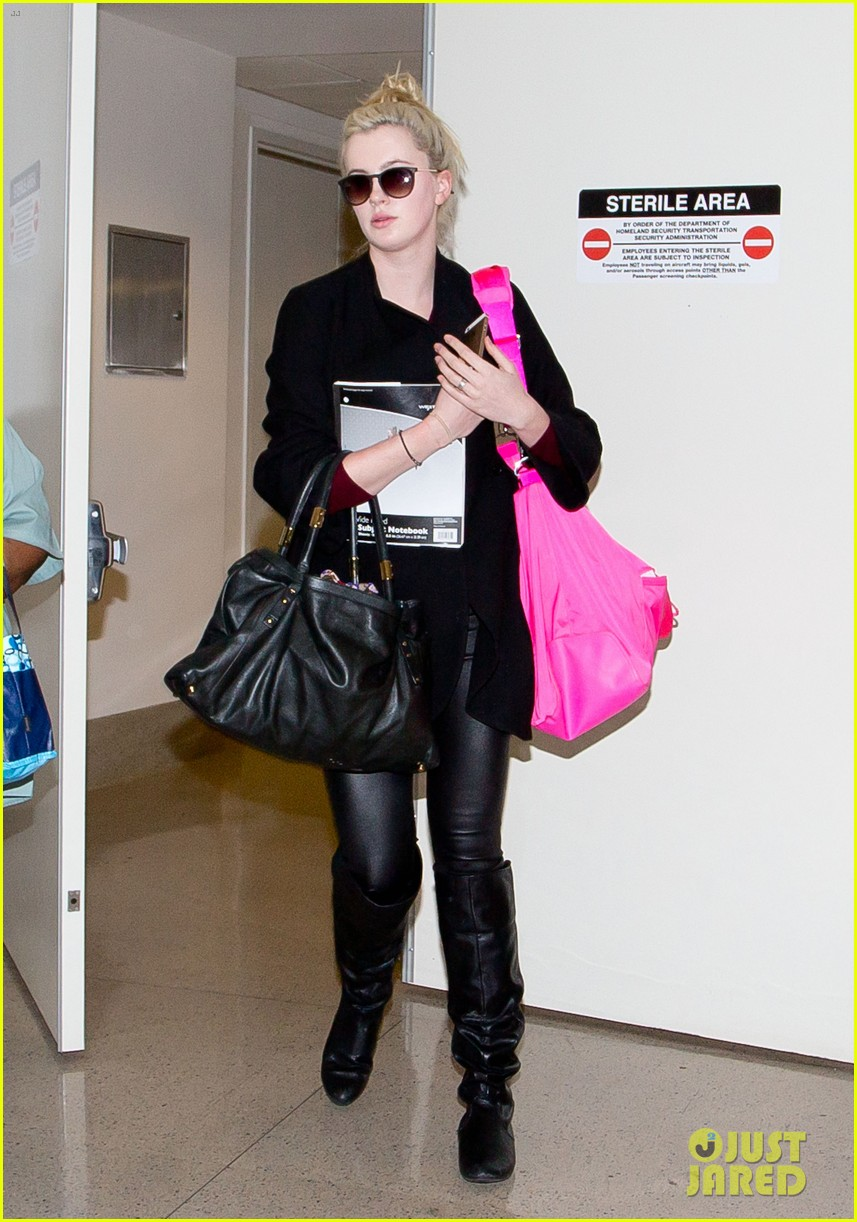 ireland baldwin heads back to los angeles after nyfw 01