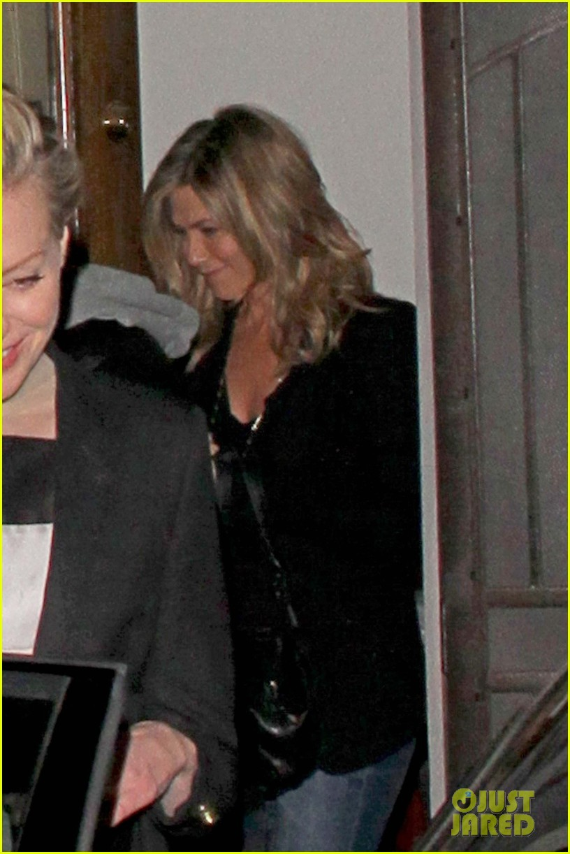 jennifer aniston justin theroux separate coasts separate birthday parties 01