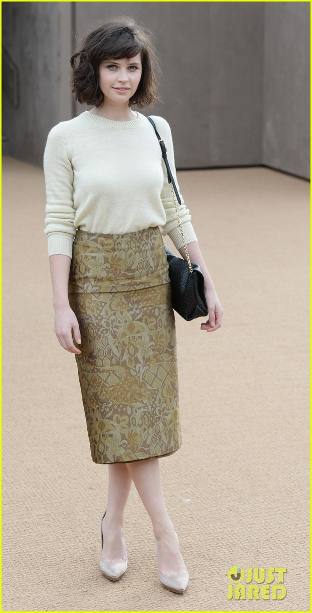 felicity jones ashley madekwe burberry prorsum show 013055113