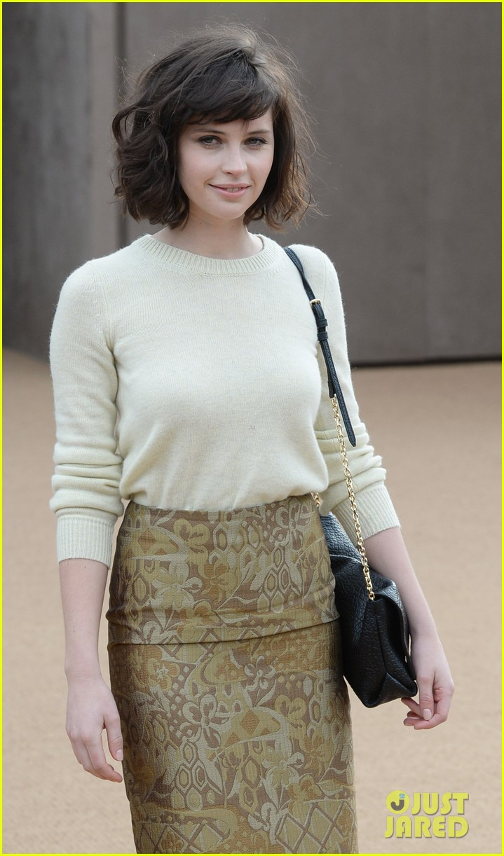 felicity jones ashley madekwe burberry prorsum show 043055116