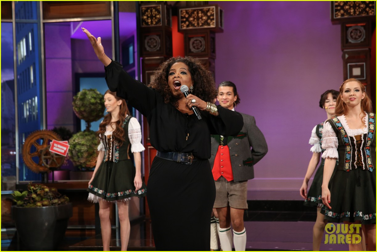 kim kardashian oprah sing for jay leno at his final show 12