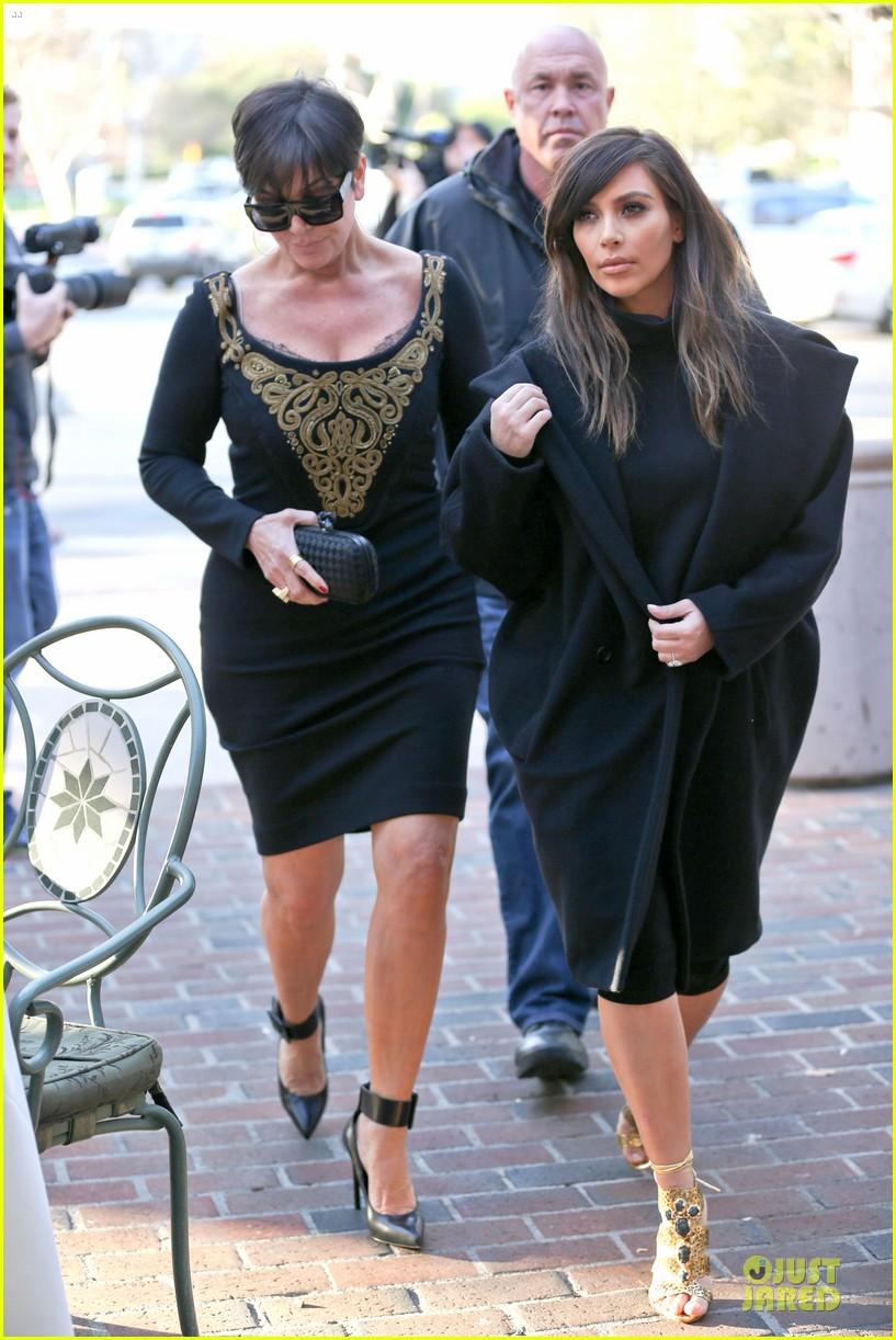 kim kardashian restaurant filming with mom kris jenner siser khloe 04