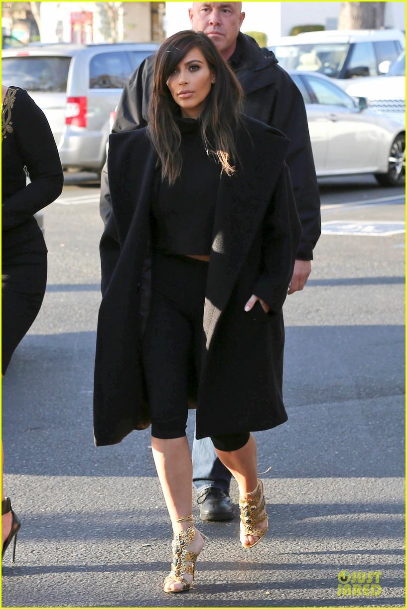 kim kardashian restaurant filming with mom kris jenner siser khloe 08