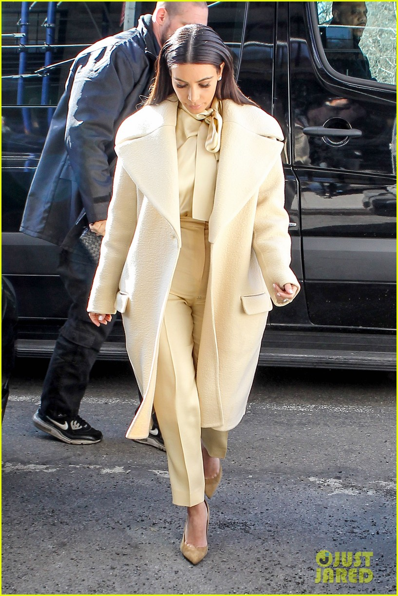 kim kardashian kanye west go shopping together in soho 15